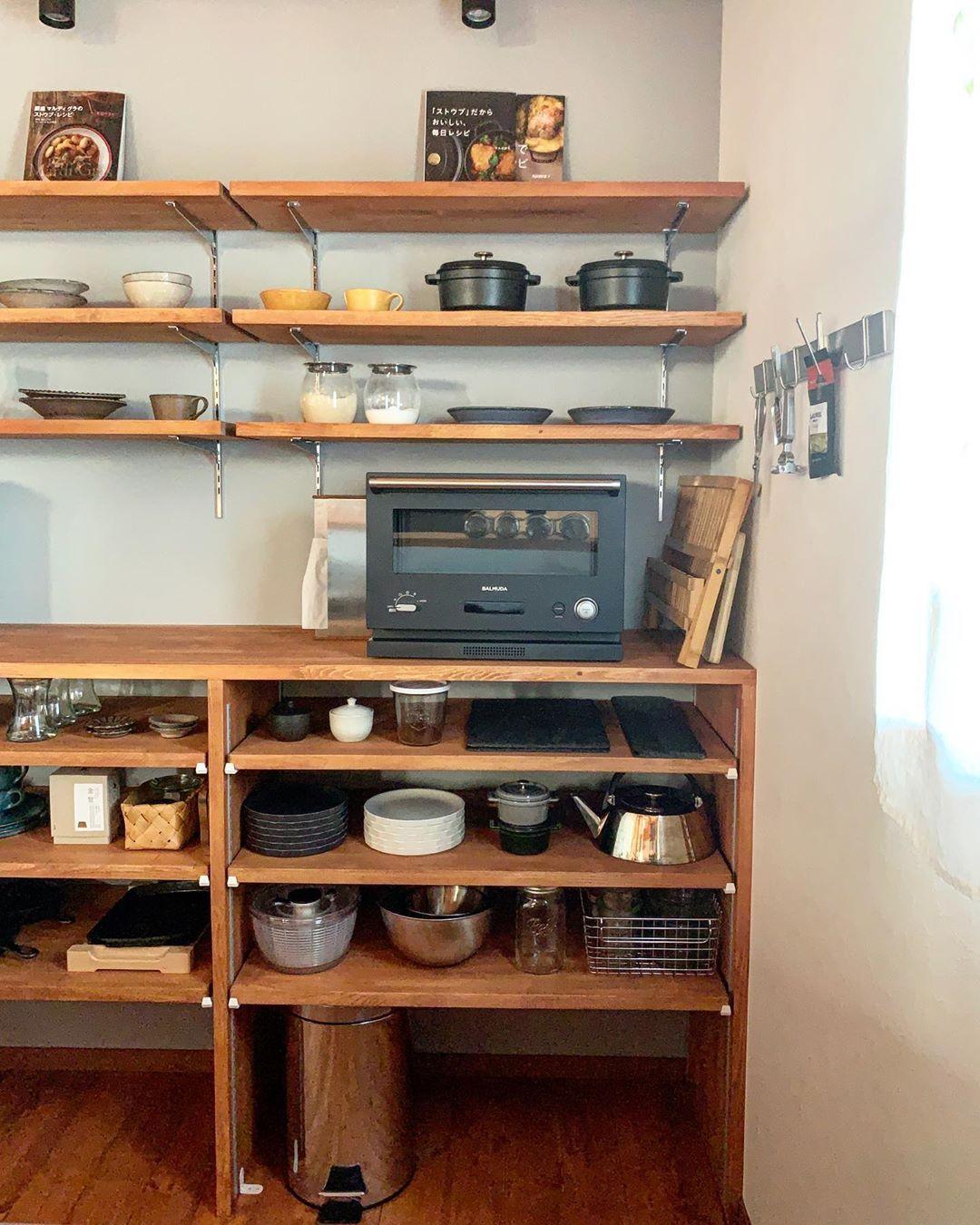 Mariko On Instagram キッチンのゴミ箱 生ゴミ用はこのステンレスのゴミ箱に入れています いつもその辺に置いてて 定位置を決めていなかったのですが 棚を少しずつ上に移動させて ゴミ箱が入るようにしました すっきり ゴミ箱 キッチン キッチン 生ゴミ