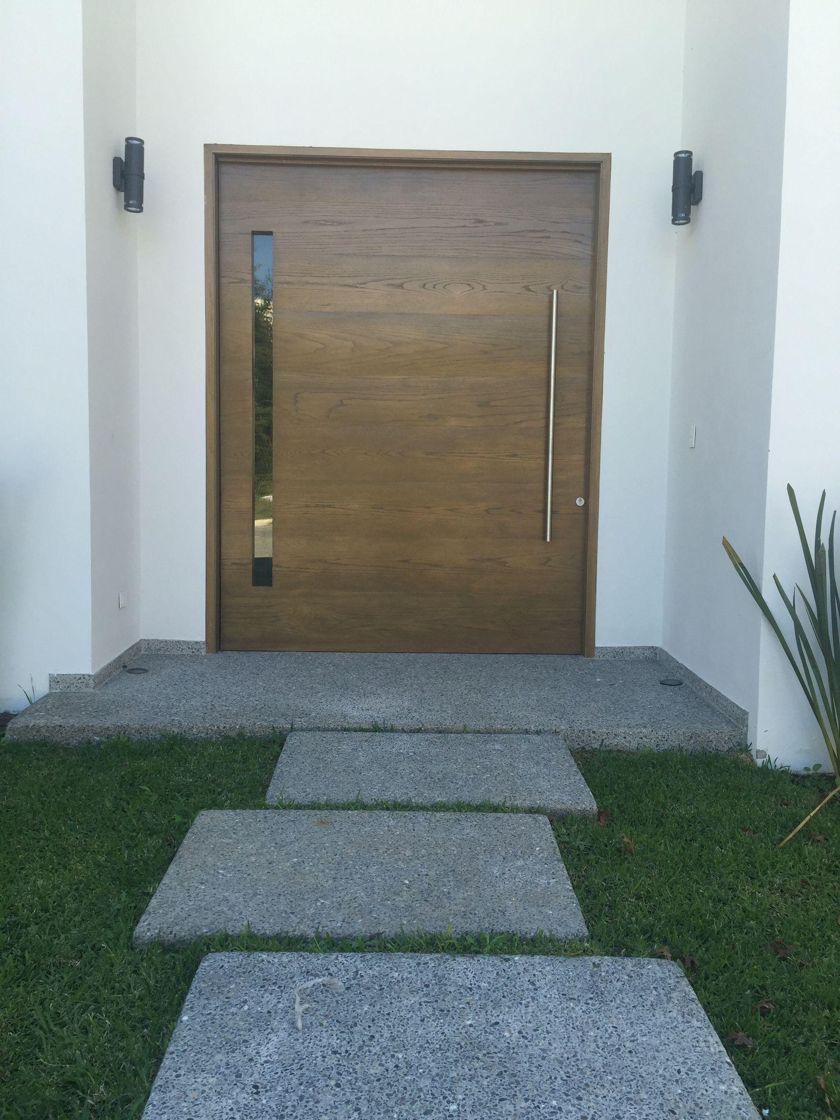 Puerta principal s lida de madera de encino puertas for Puerta principal de madera