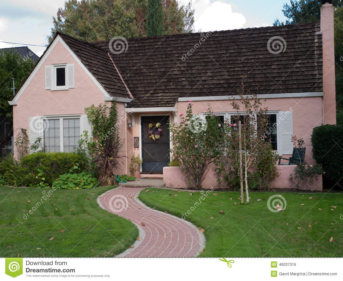 Best Pink House Brick Trail Small Brown Wooden Shingles Green 640 x 480