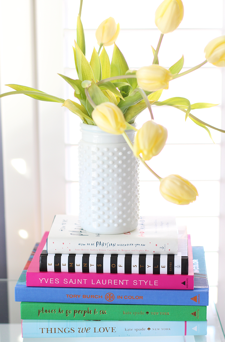 Brighten Up Your Living Room W Yellow Tulips Colorful Coffee Table Books This Kitchy White Vase Makes Sure That The Flowers Take Center Stage