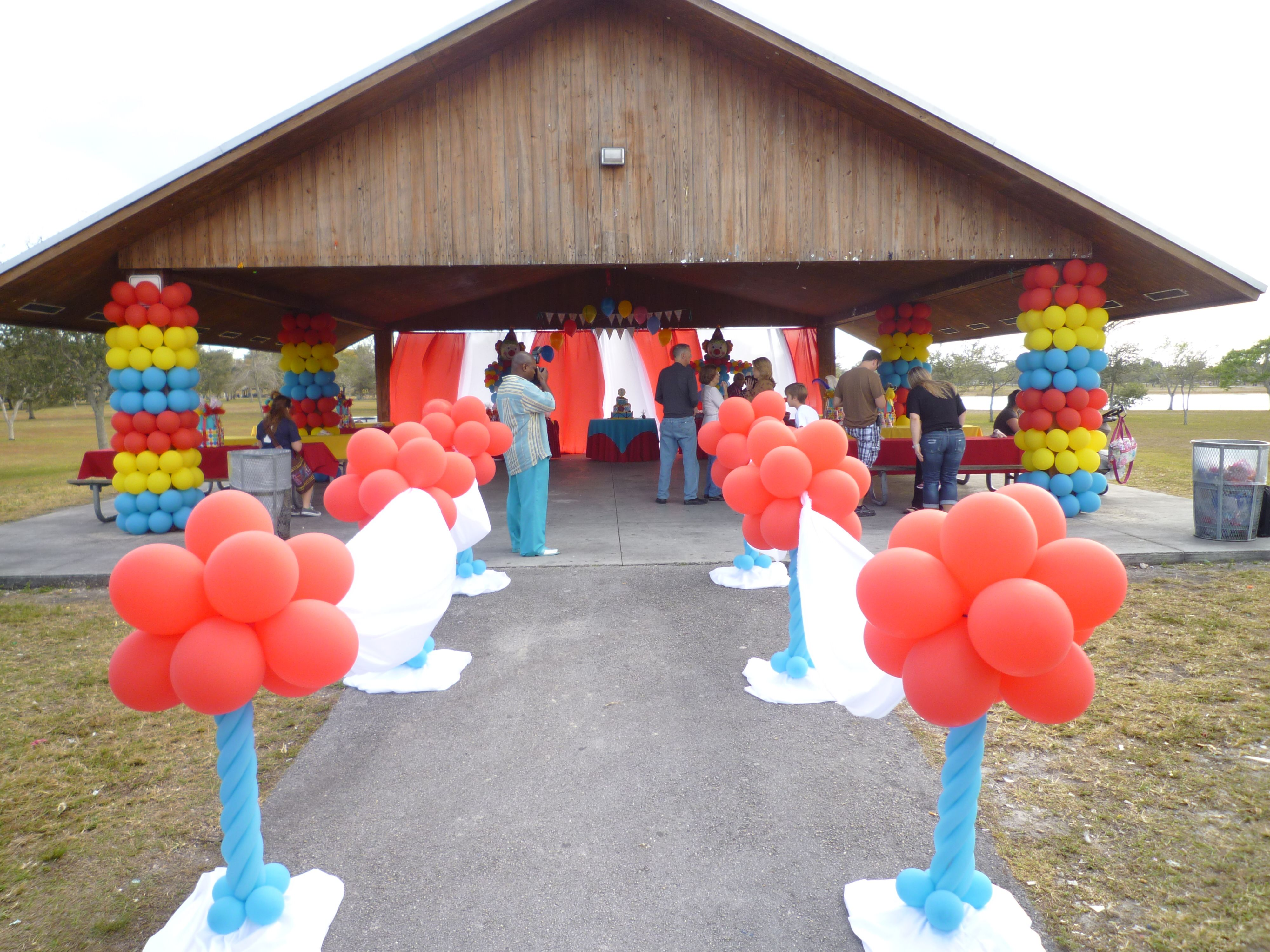 Welcome Balloon Entrance Clown Theme Decoration Www Dreamarkevents Com Kids Themed Birthday Parties Kids Party Decorations Event Planning Decorations