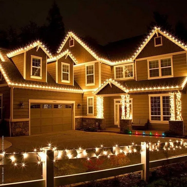 21 Awesome Outdoor Christmas Lights House Decorations Ideas 21 Roof Christmas Lights Hanging Christmas Lights Decorating With Christmas Lights