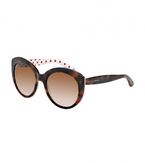 Enjoy the beach sight with these #DolceGabbana #sunglasses crafted in havana red frame, polka dot inside, featuring brown gradient lenses.