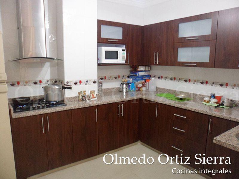 Cocina integral con m rmol beige cocinas integrales for Cocinas integrales modernas para espacios pequenos