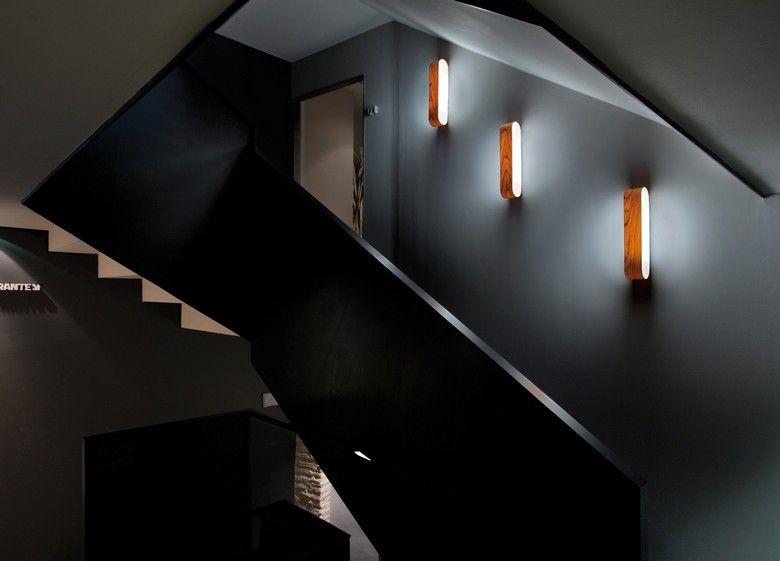 wandleuchte aus holz f r den flur und das treppenhaus. Black Bedroom Furniture Sets. Home Design Ideas