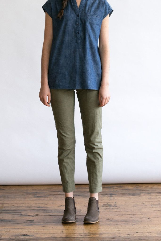 On Sale! The ultimate in versatility, these mid-rise straight leg trousers have a teensy bit of stretch added to the spring weight linen-cotton blend, plus two front pockets, two rear patch pockets, contrast w