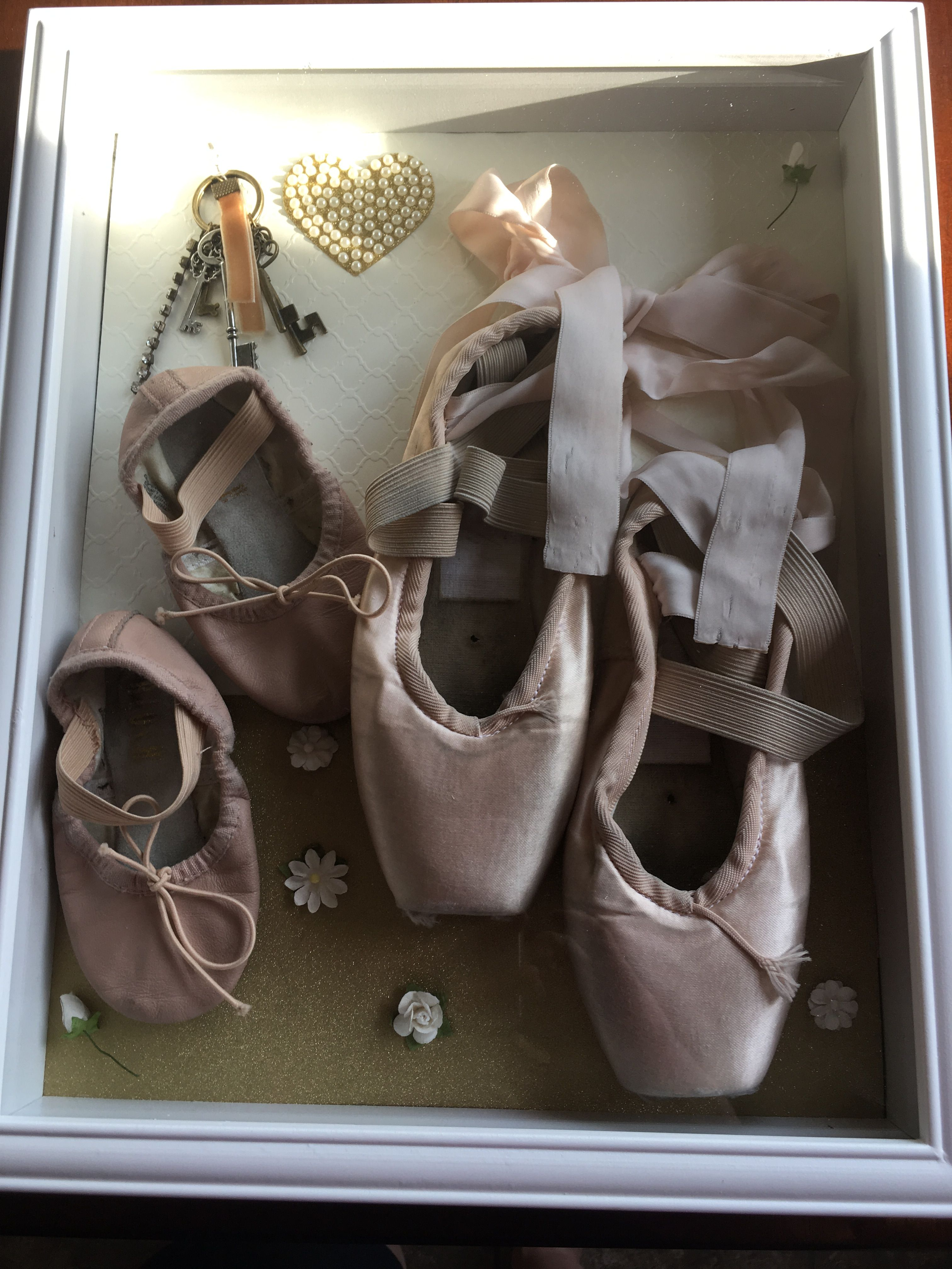 Lot of 4 pairs new pointe shoes for arts and crafts//decorating