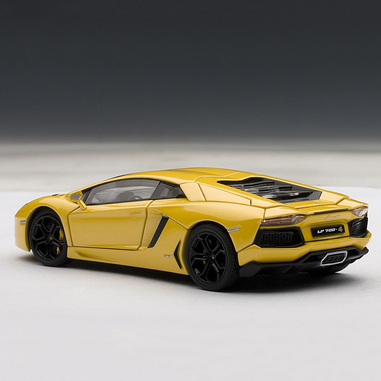 Lamborghini Aventador LP700-4 // Giallo Orion/Metallic Yellow Lamborghini Aventador LP700-4, Giallo