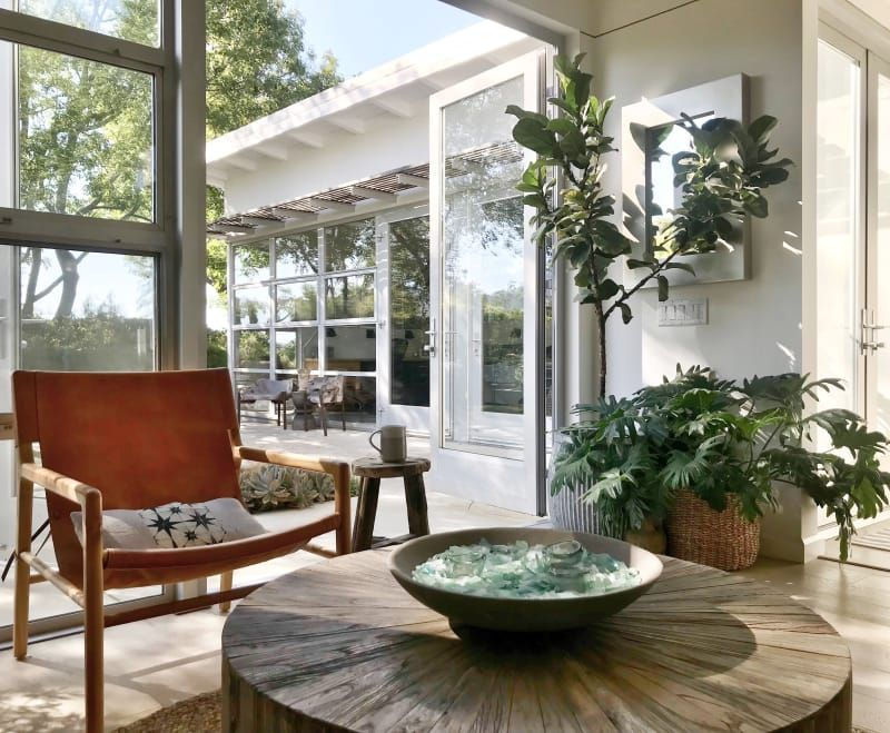 An Organic Modern House By The Ocean Is Airy And Bright Beach House Interior Design Beach House Interior Modern House