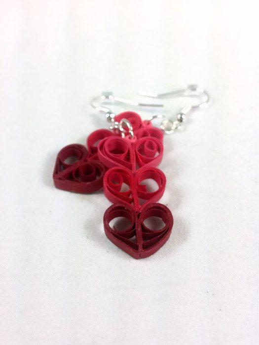 He encontrado este interesante anuncio de Etsy en https://www.etsy.com/es/listing/218764212/paper-quilling-heart-earrings-mothers