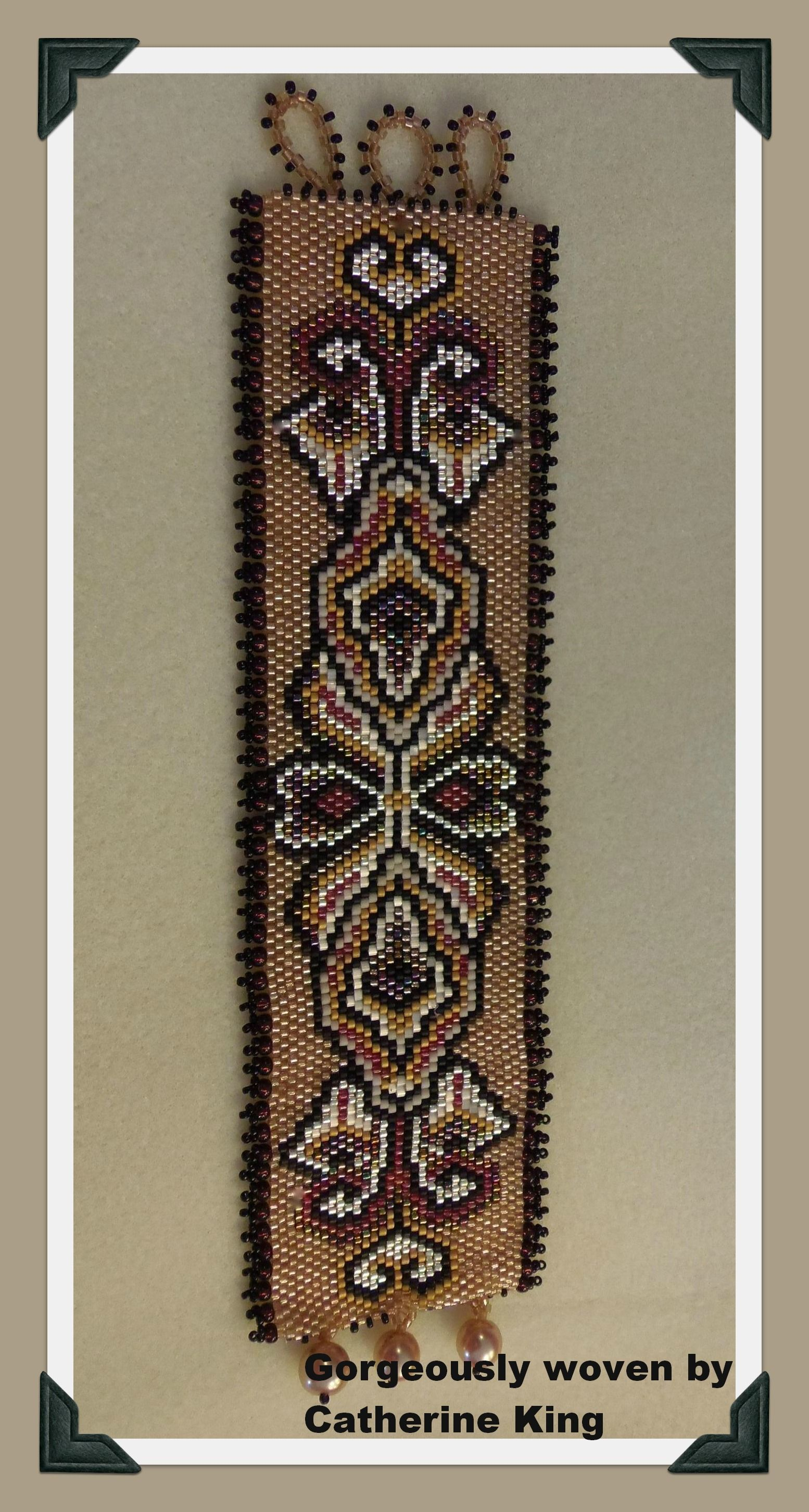 http://cart.javallebeads.com/Elly-Double-Take-2-Digital-Pattern-p/td026.htm
