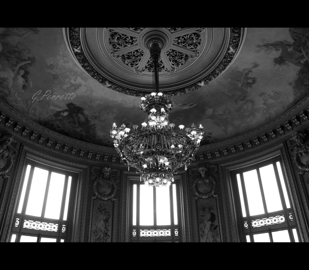 Enlightened Lamp   Uma das salas do Palais Garnier, Paris  One of the rooms of the Palais Garnier, Paris