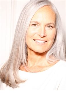 Ingrid Becker Model Silver Haired Beauties Grey Hair Inspiration Silver Grey Hair