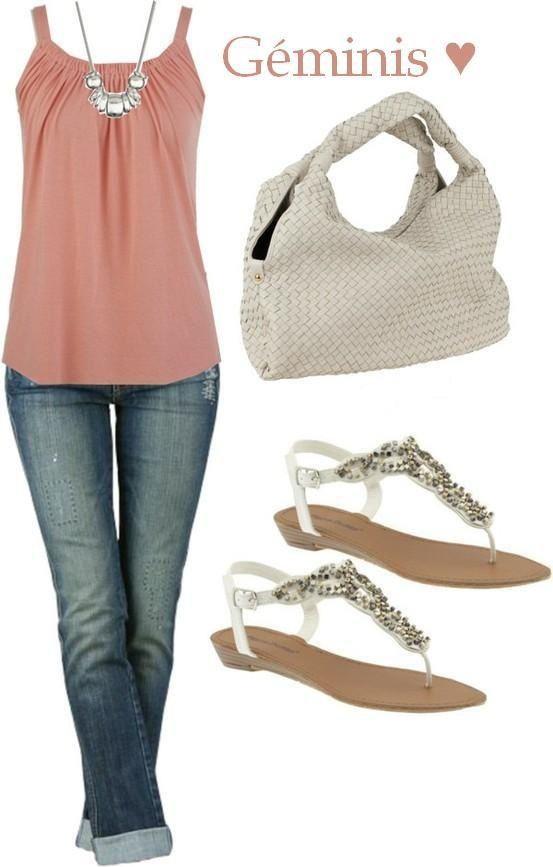 Un jean hermoso                                       Una remera rosa chic.                                Un bolso blanco.                                      Unas sandalias bajas con glitters