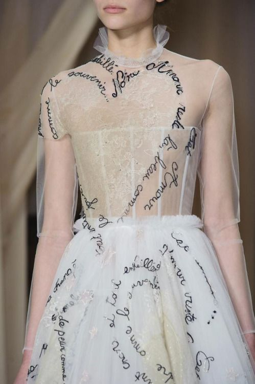 mulberry-cookies: Hand-Embroidered Italian Poetry and Love Phrases @ Valentino Spring 2015 Haute Couture (Details)