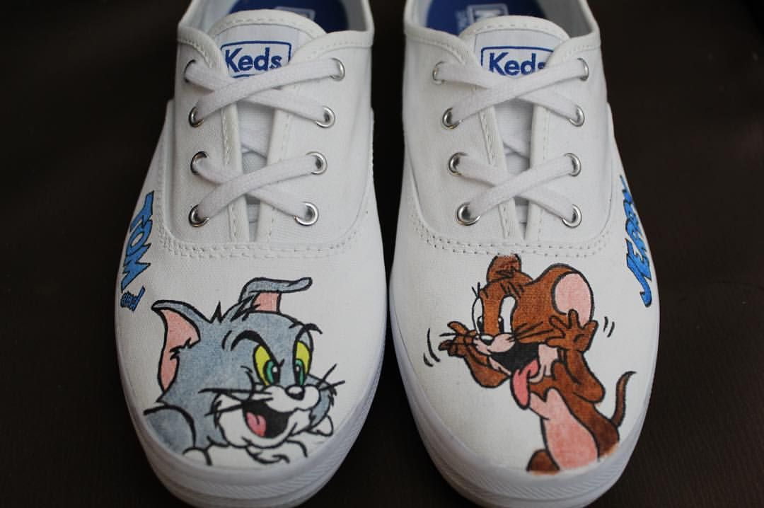 🐱🐭 #tomandjerry  #handpaintedshoes #handpaintedcake #art #personalized #funart #instaartwork #instaartist #youngartist #artistonintagram #design #creative #fashionisart #vancouverartists #vancouver #filipinoart #filipinoartist