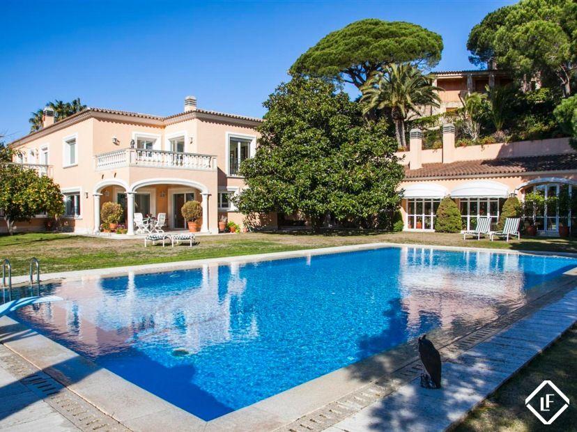 Se vende impressionante mansi n de lujo en una parcela grande con fabulosas vistas al mar a poca - La casa ideal ...