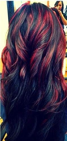 Silver Blond Highlighted Long Black Wavy Hairstyle Red Highlighted Long With Images Hair Styles Hair Highlights Dark Hair