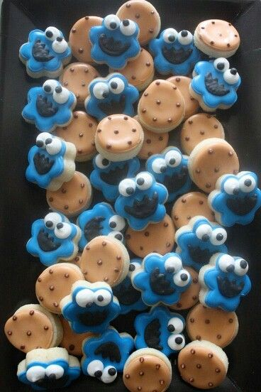 Cookie monster & chocolate chip cookies.