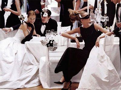 Who Said Masquerade Themed Weddings Were Passe This Reception Is Sooo Elegant Modern Yet