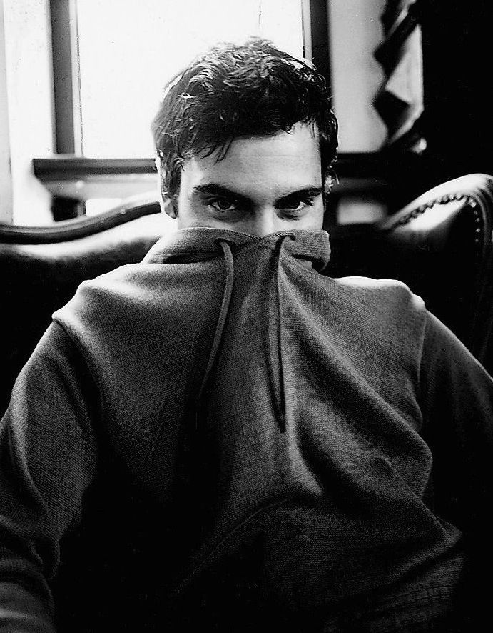 Joaquin Phoenix in a hoodie- peekaboo!