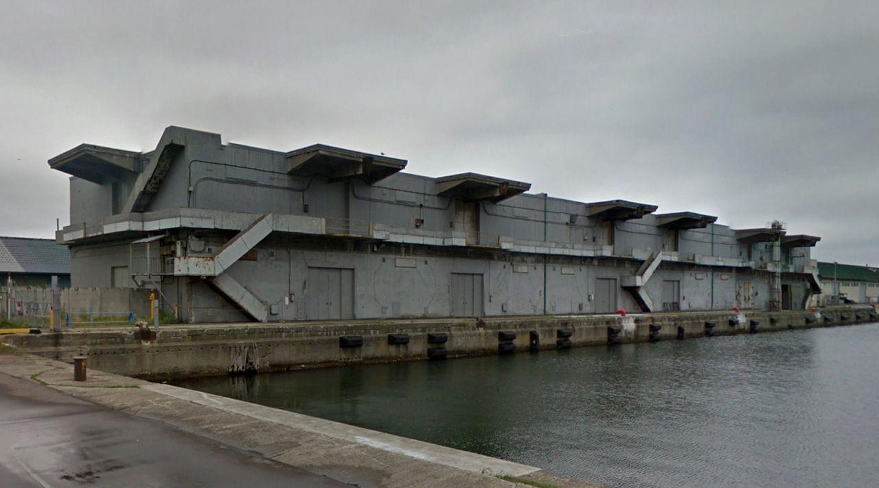 市営上屋31号 - Municipal warehouse #31 on Otaru pier #3 - #architecture #googlestreetview #googlemaps #googlestreet #japan #otaru #brutalism #modernism