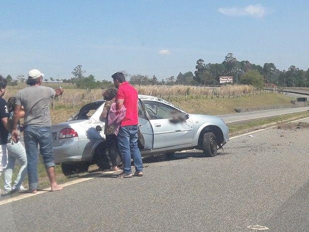 Acidente deixou três pessoas feridas, afirma polícia (Foto: Maria Eliza Rosa/ TV…