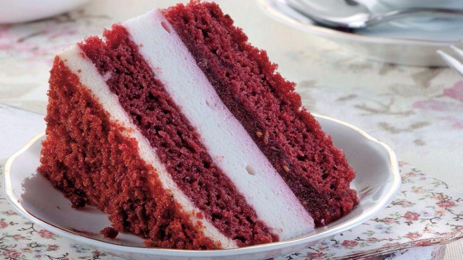 Čokoládová torta s malinovým jogurtom   Recepty.sk