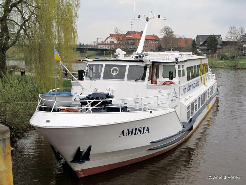 Rondvaartboot op de Eems in Haren