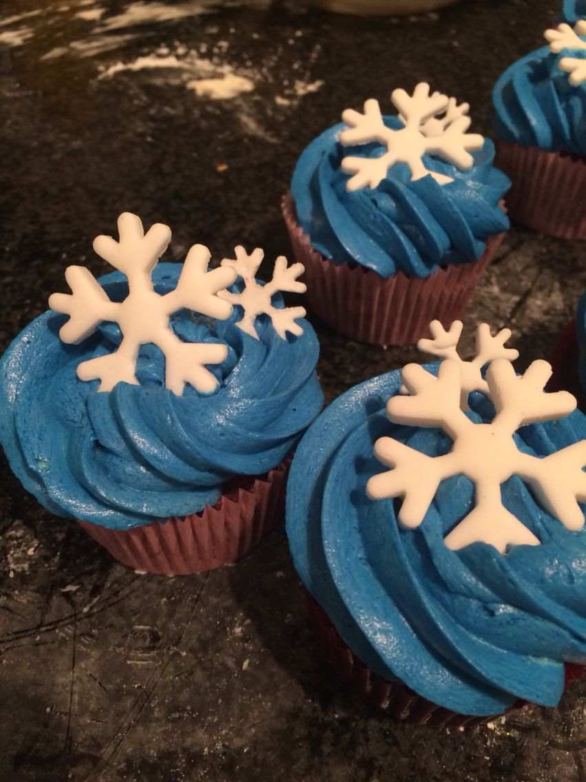 Snowflake cup cakes
