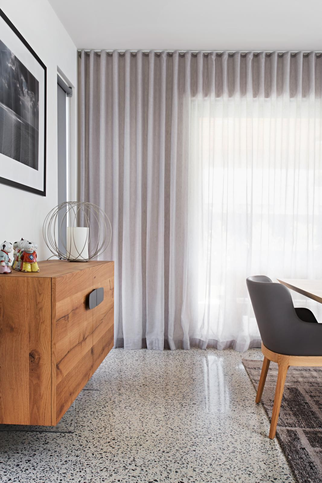 how to hang curtains from ceiling with command hooks