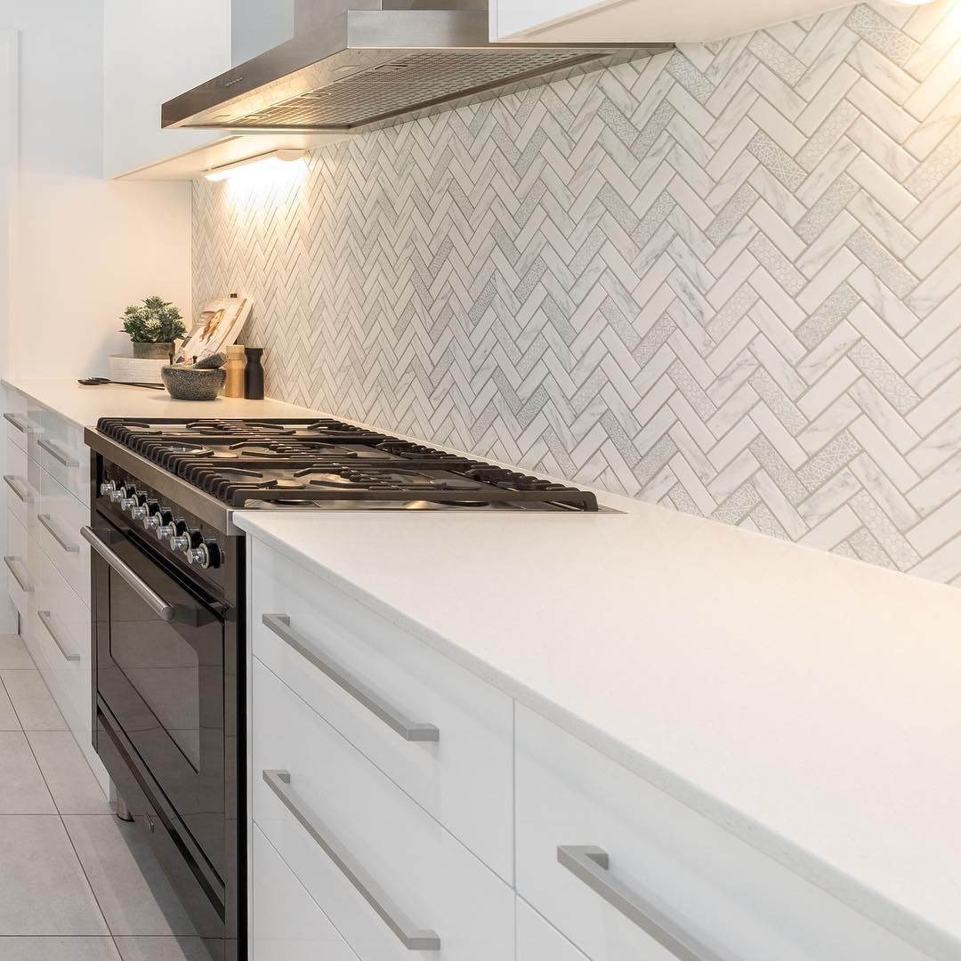 Download Wallpaper White Kitchen Herringbone Splashback