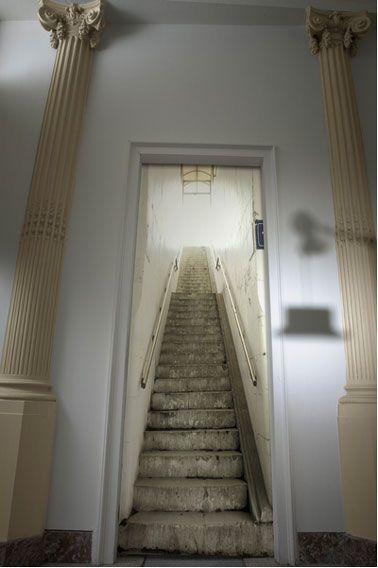 Papier peint trompe l oeil escalier metro blanc gris Tapisserie trompe l oeil porte