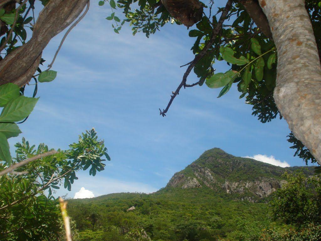 """""""Pequeno pico, na Serra do Espinhaço""""Monte Azul M.G"""