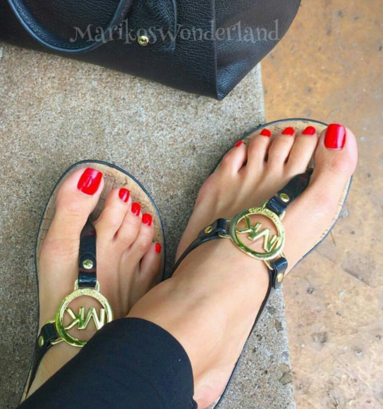 ab33e123bd2793 Perfect red toes