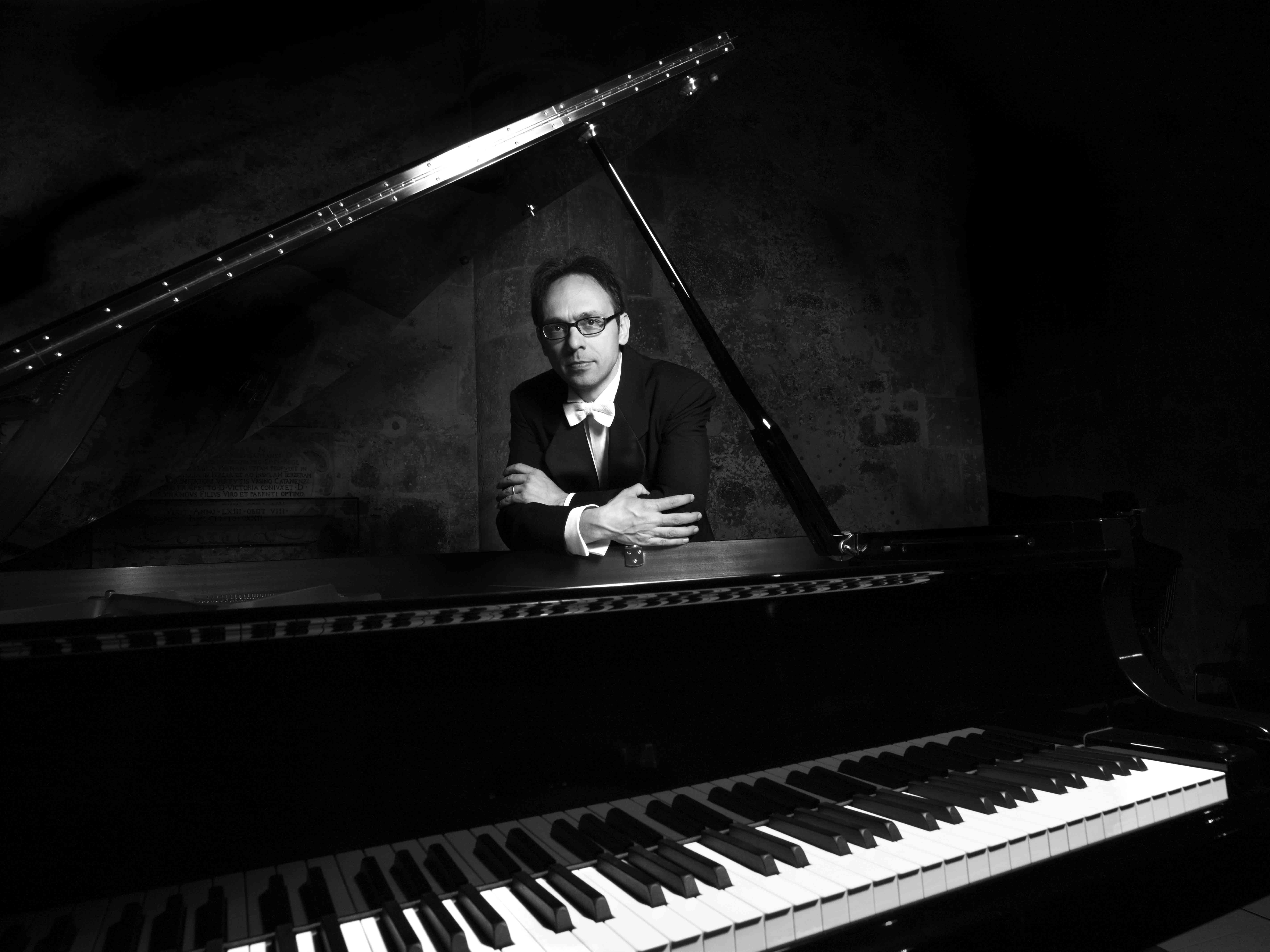 2011-Internationally Acclaimed Pianist Di Liberto Performs in