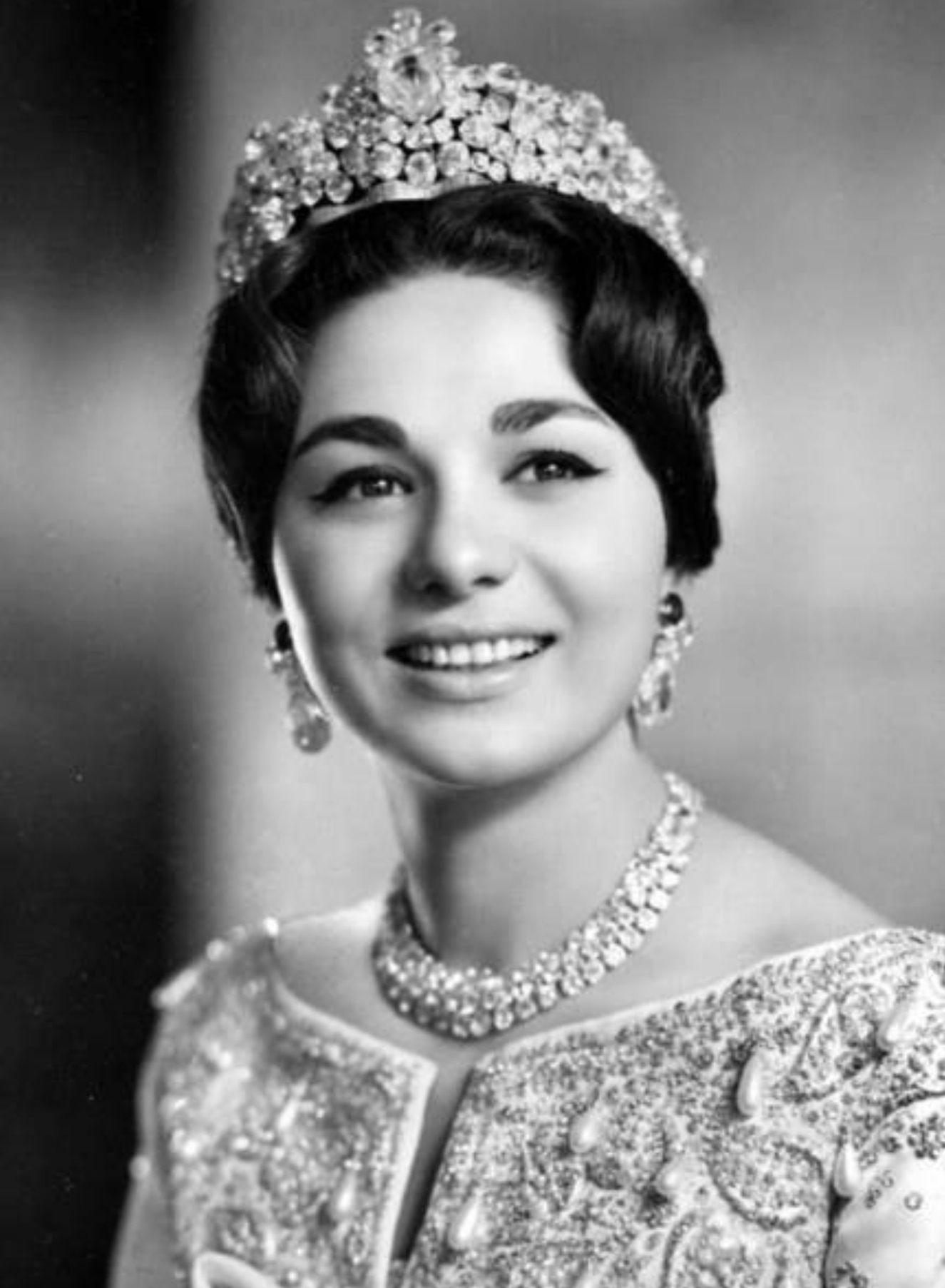 H i m empress farah pahlavi of iran n e diba wearing for Shah bano farah pahlavi