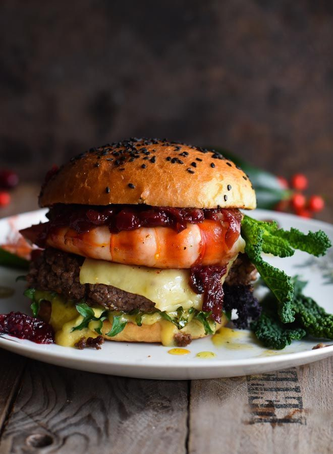 Surf And Turf Burger Mit Sauce Bearnaise Und Cranberry Balsamico