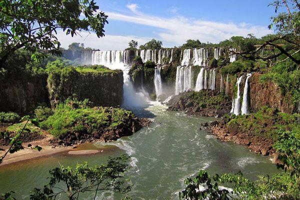 Iguazu Falls, Argentina/Brazil border зурган илэрцүүд