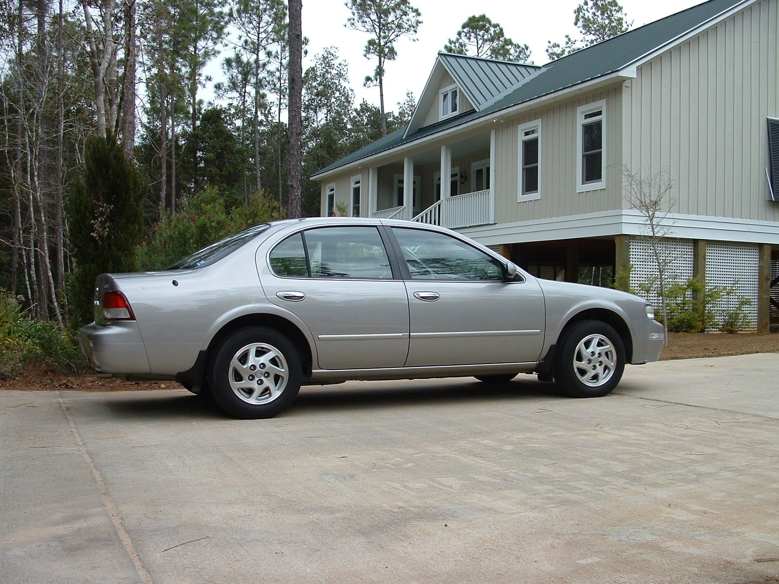 medium resolution of 1999 nissan maxima this car was sporty and fully loaded i liked driving it