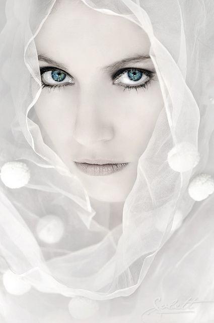 """Veiled Woman """"Mujer con velo"""" - ©Alejandra Solett - www.flickr.com/photos/alejandrasolett/3801125061/in/gallery-jasondanielbrown-72157625458232766/"""