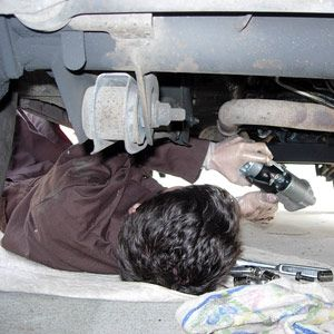 5 tips for your first diy car repair car repair cars and cummins 5 tips for your first diy car repair oil changechange solutioingenieria Gallery