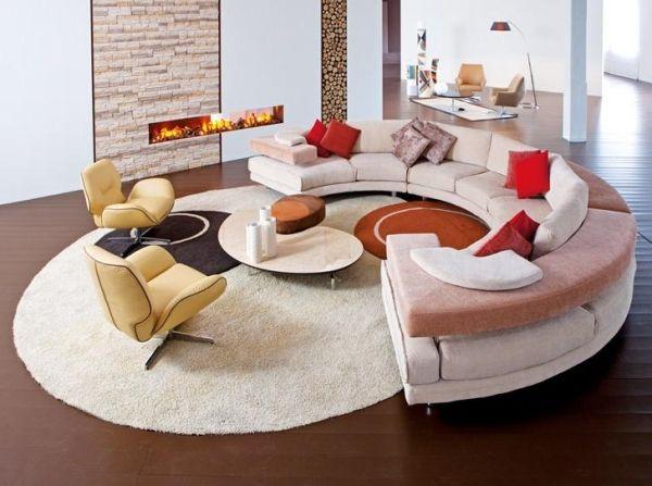 runde sofa kleiner tisch einbaukamin | design & deko | pinterest, Hause ideen