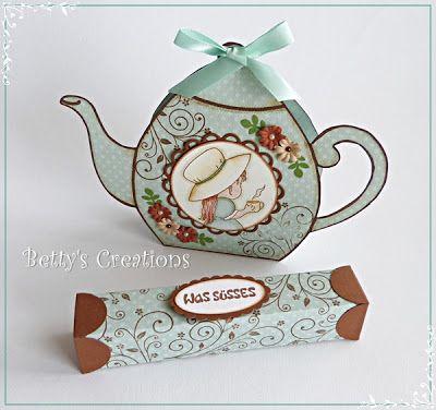 Am Samstag sind wir mal wieder nach München zur Stempeloase gefahren. Als kleines Schenki hatte ich diese Teekanne für Renate dabei. Mit far...