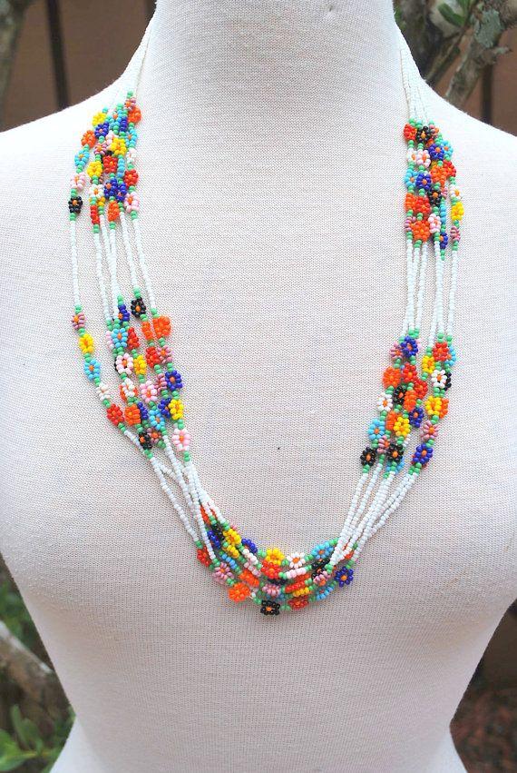 4f1a7e4f33aa Bugle semilla franja americana nativa el collar mide 9 de largo y se ajusta  hacia arriba al cuello de 14. Este es un muy viejo. frágil y collar de  perlas de ...