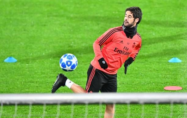 bec4719f276 Real Madrid s Spanish midfielder Isco controls the ball during a ...