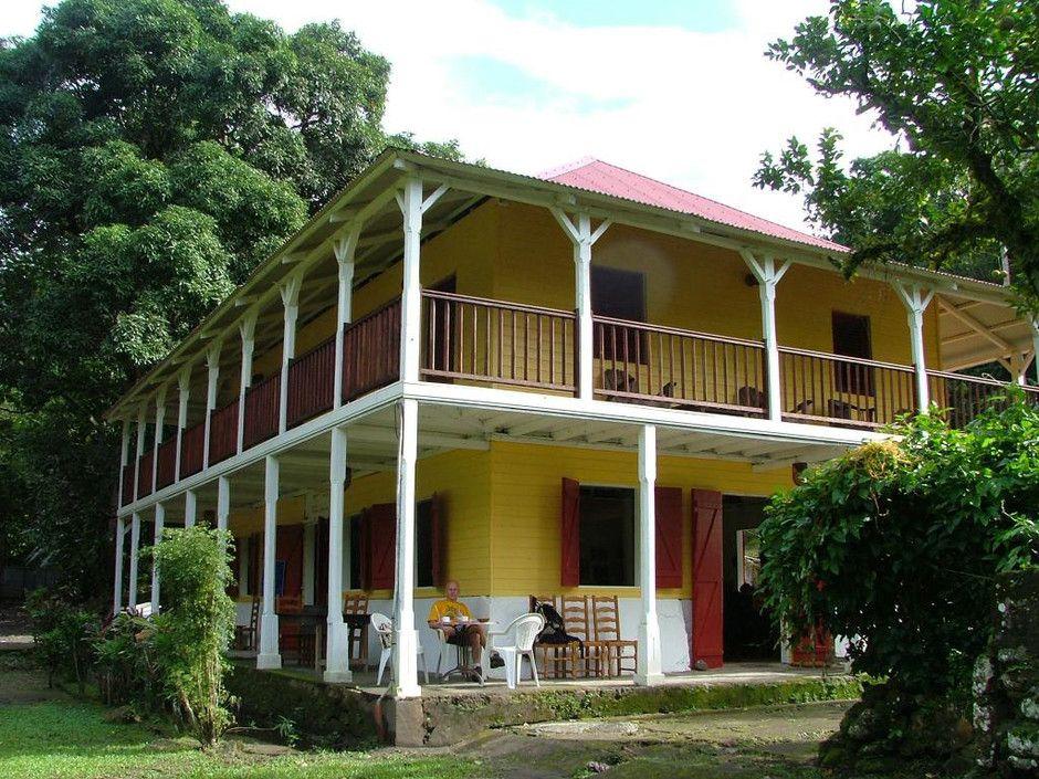 Maison de campagne, avec double terrasse Style créole Pinterest