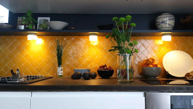 Cr dence de cuisine en zellige jaune safran art et sud d co cuisines en 2019 cr dence - Zellige de cuisine ...