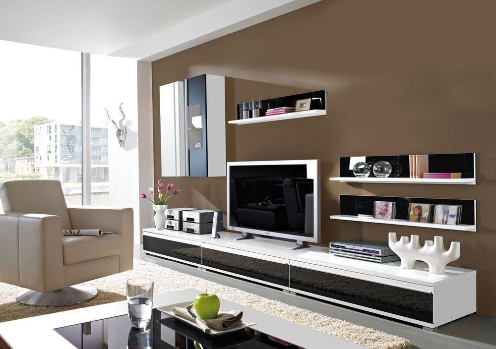 Freestyle Woonkamerset de perfecte keuze voor een unieke touch in je woonkamer. Deze flexibele woonkamer set is voorzien van een wandplank, TV meubel en vitrinekast. Extra afmeting informatie per element: Afmeting TV meubel: B294, D54, H30 cm. (per stuk element: B98, D54, H30 cm.) Afmeting wandkast: B34, D27, H98 cm. Afmeting vitrinekast: B34, D27, H98 cm. Afmeting wandplak per stuk: B98, D18, H23 cm. (totaal 3 stuks wordt meegeleverd)
