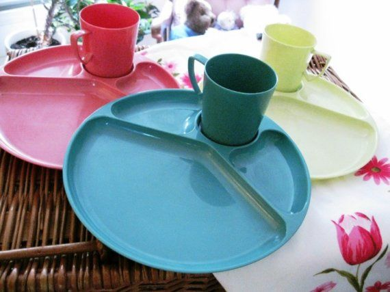 Plastic ided plates and cups. & Summer Fun Vintage Plastic Divided Plates and Cups Picnic ...